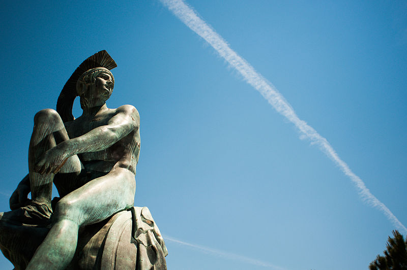 800px-statue_of_theseus_syntagma_square-_athens-_greece